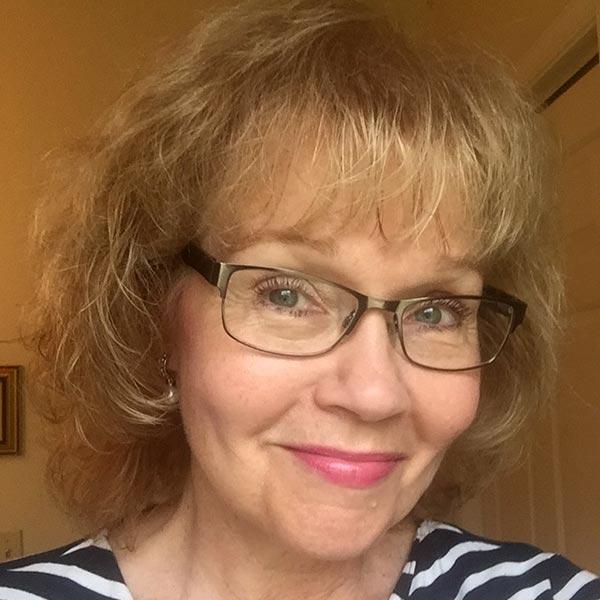 Headshot of Lynda Mitchell
